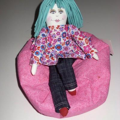 Fauteuil «bean bag» rose pour poupée Mélie